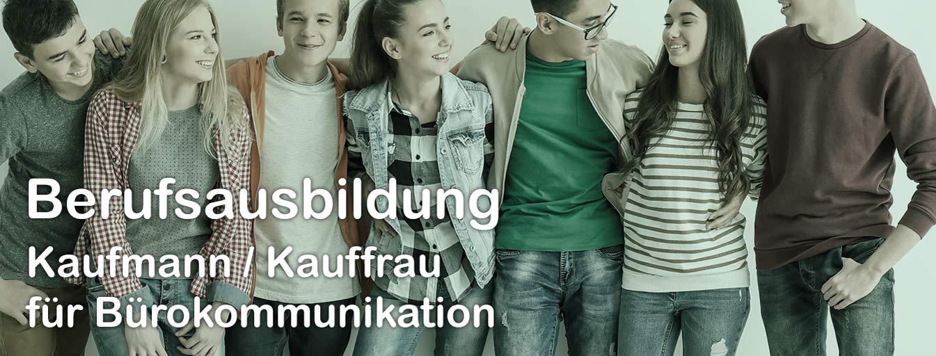 Gruppe Jugendlicher, Bild mit Text Berufsausbildung Bürokaufmann / -frau